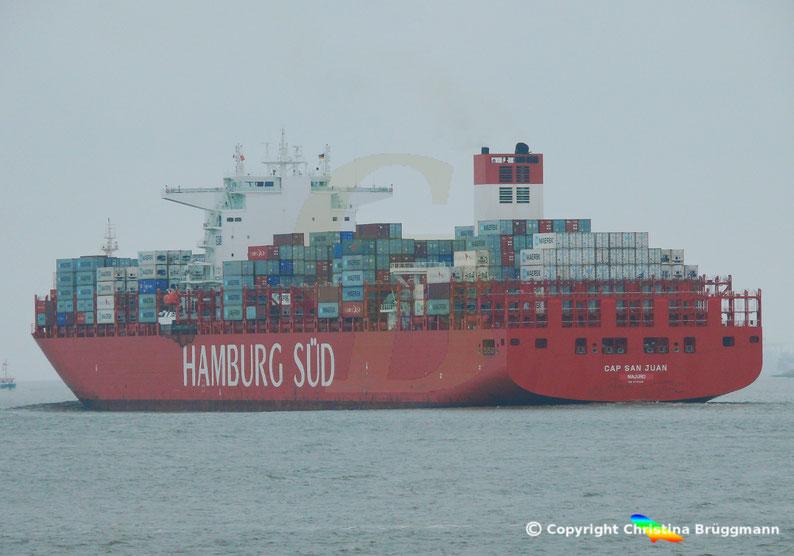 Hamburg-Süd Containerschiff CAP SAN JUAN auf der Elbe