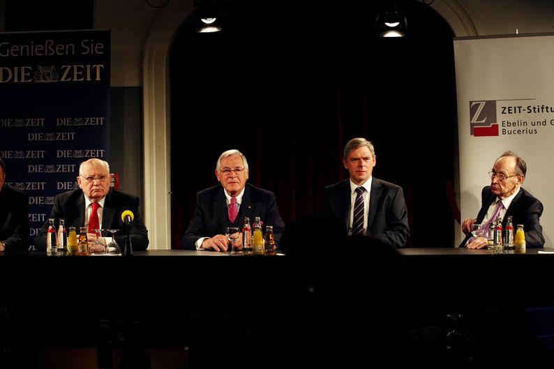Pressekonferenz: Michael Gorbatschow, Theo Sommer, H.-Christian Behrens, Hans-Dietrich Genscher