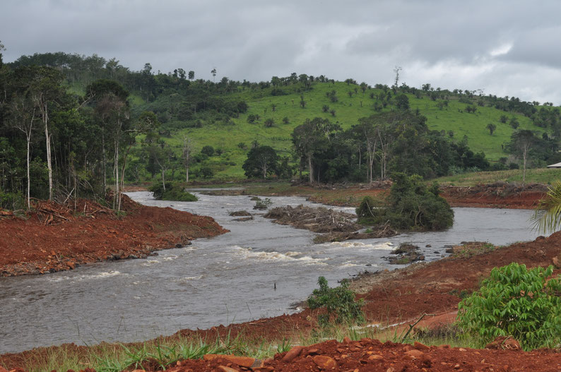 Etapa de construcción de la Pequeña Central Hidroeléctrica de Cachimbo Alto, en Rondônia, Brasil. Foto: Projeto Peixes do Rio Branco.