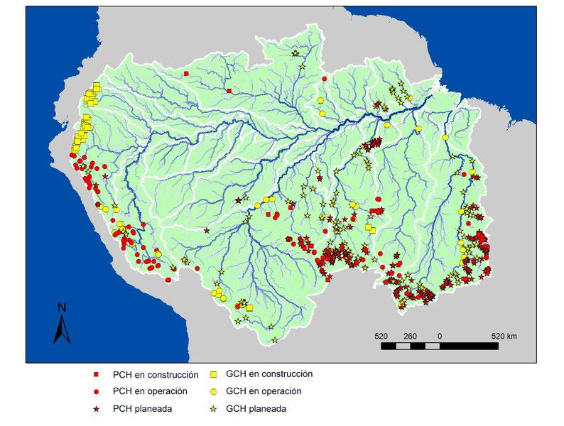 Mapa de la Amazonía en el que se destacan los cientos de proyectos de PCH en funcionamiento, en construcción y en diferentes fases de planificación. Mapa: Thiago Couto