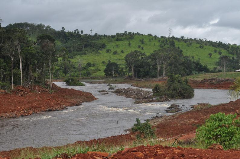 Etapa de construção da Pequena Central Hidrelétrica de Cachimbo Alto, em Rondônia, Brasil. Foto: Projeto Peixes do Rio Branco.
