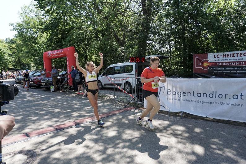 St. Laurent Lauf Tattendorf Österreich Wein Winzer Peter Herzog Europameister Marathon Sieger Julia Mayer Laufen Läuferin Herwig Sporthilfe Streckenrekord