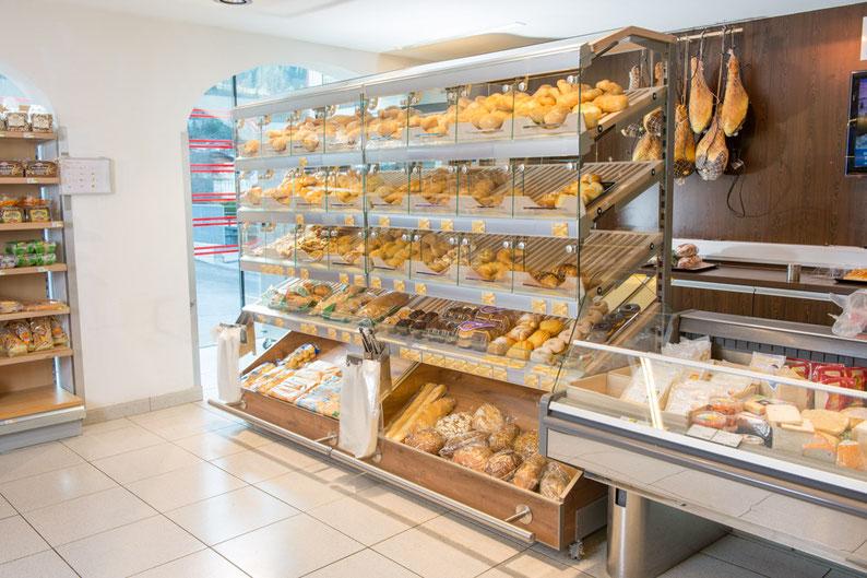 SB-Bäckerei Schweiz Österreich Bäckereieinrichtung Verkaufstheke Backwaren A+K Ladenbau