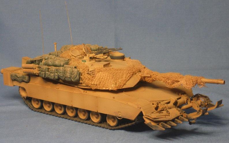 Kampfpanzer M1 A1HA Abrams mit Ramta TWMP Minenpflug der US Armee