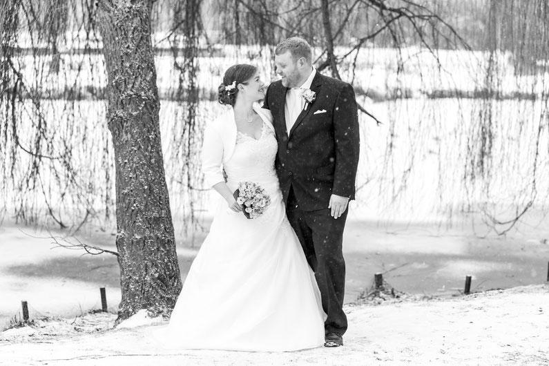 Winterhochzeit an der Ostsee, Hochzeitsfotograf für Winterhochzeit Dennis Bober DeBo-Fotografie.