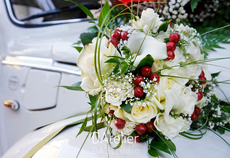 Bouquet red and white, bouquet with berries, Autumn wedding bouquet