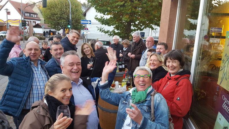 Keschdekerb - Viel Spaß hatten die Gäste am Weinstand Weichert