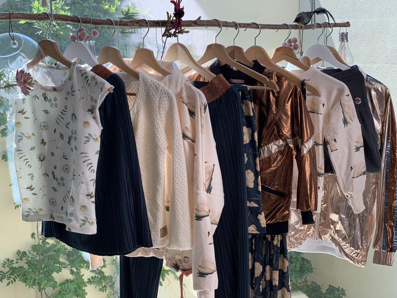 12 Kleidungsstücke für mich und meine Tochter, die sich wunderbar kombinieren lassen.