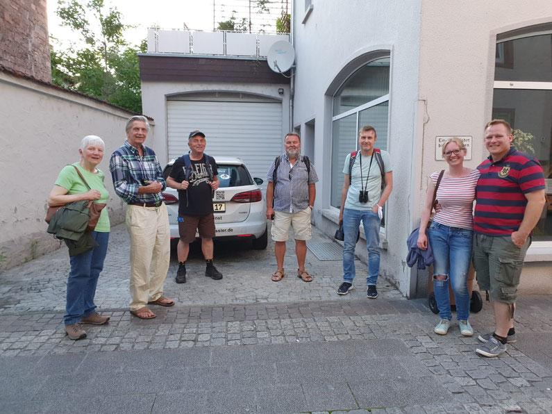 Die Teilnehmer der Gebäudebrüterführung mit Dr. Klaus Heller (Mitte) (Foto: Dr. Klaus Heller)