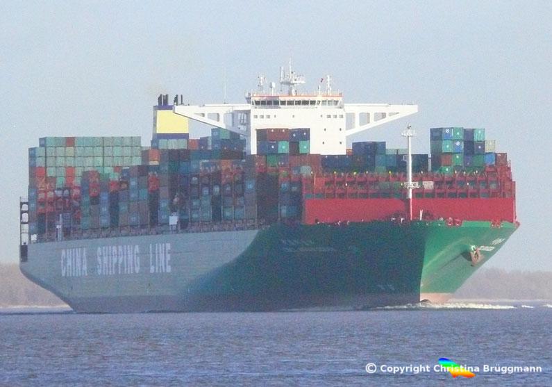 """Containerschiff """"CSCL INDIAN OCEAN"""" auf der Elbe 31.05.2015"""