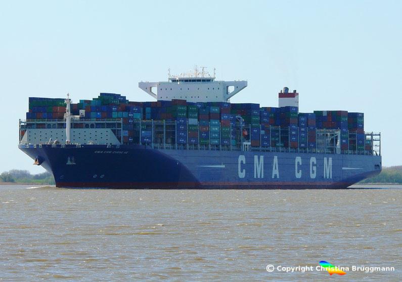 """Containerschiff """"CMA CGM ZHENG HE"""" auf der Elbe am 21.04.2016"""
