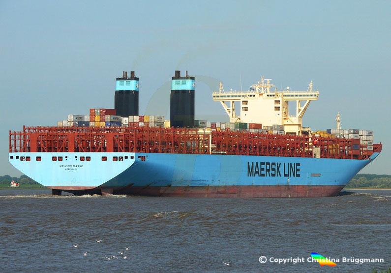 """Tripple-E-Containerschiff """"MAYVIEW MAERSK"""" auf der Elbe am 28.08.2016"""