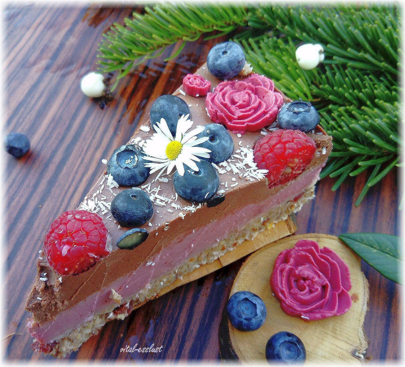 Weihnachten Rohkosttorte Himbeeren, Schokolade, Rosen