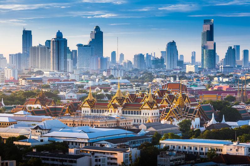 Thailands Sehenswürdigkeiten liegen dir mit einem thailändischen Führerschein und Auto zu Füßen