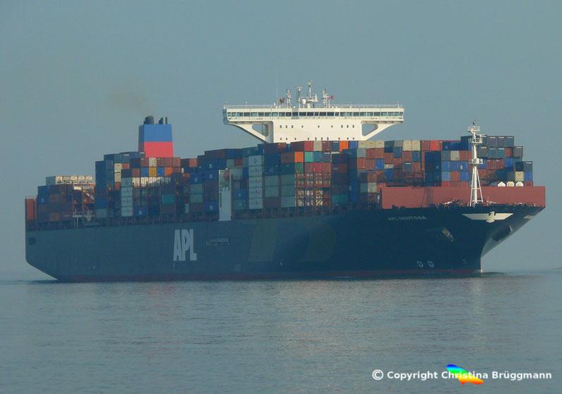 """Containerschiff """"APL SENTOSA"""" auf der Elbe 24.04.2015"""