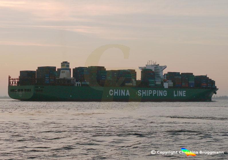 """Containerschiff """"CSCL STAR"""" auf der Elbe 26.01.2017"""