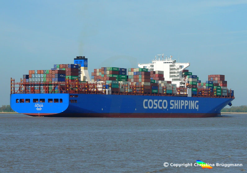 "Containerschiff ""CSCL URANUS"" auf der Elbe 11.05.2017"