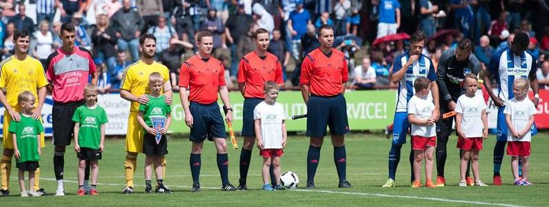 Unsere SR im Einsatz beim Benefizspiel FC Schwedt 02 gegen Hertha BSC Berlin, v.l.n.r: Denny Taxweiler, Eric Tegge, Tobias Collin (Foto: J. Klementz)