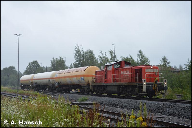 Am verregneten 27. Juli startet die Übergabe (EK 53528) gerade in Chemnitz-Süd. Die Zuglok ist die gleiche