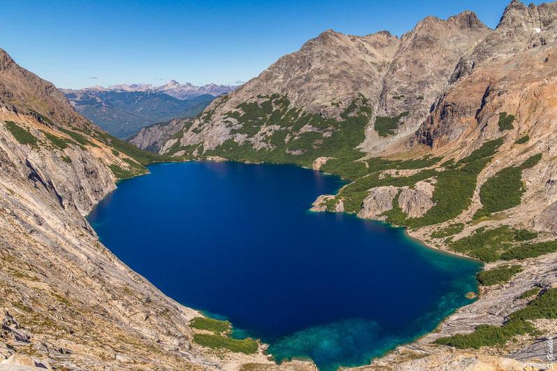 Die tiefblaue Laguna Azul macht ihrem Namen alle Ehre.