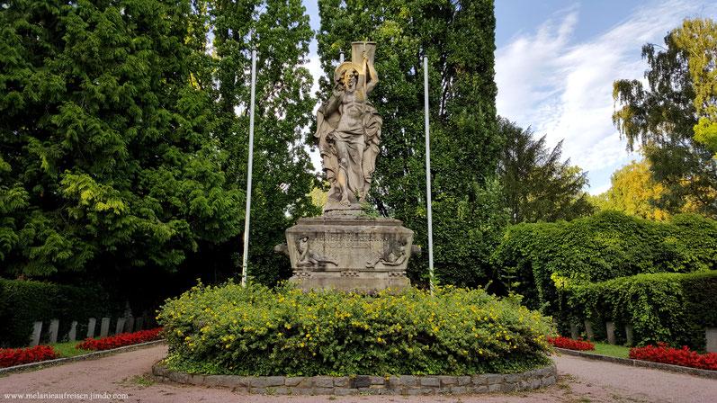 Denkmal Altstadtfriedhof Aschaffenburg mit Soldatengräbern; MelanieaufReisen