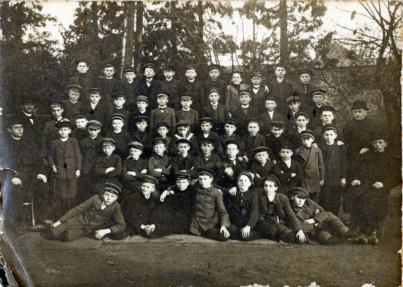 Höhere Schule im Park von Haus Klee 25.11.193