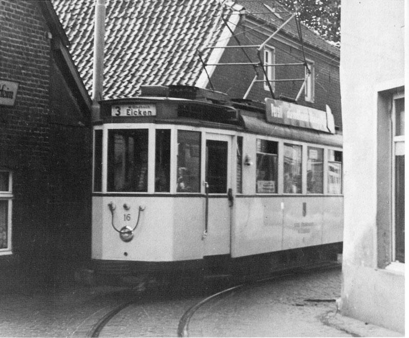 Straßenbahn in Kurve