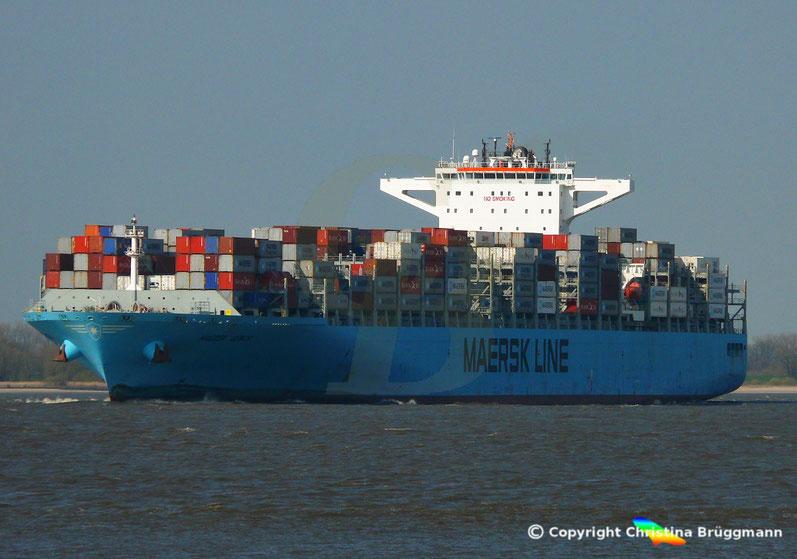 Containerschiff MAERSK GENOA auf der Elbe 02.04.2019