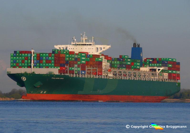 """Containerschiff """"THALLASA DOXA"""" auf der Elbe 19.04.2017"""