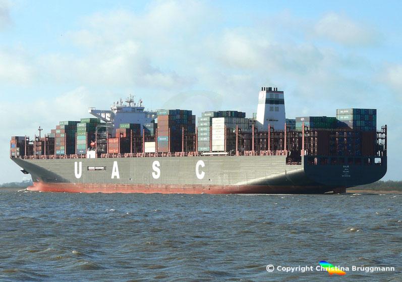 """Containerschiff """"SAJIR"""" auf der Elbe 13.04.2015"""