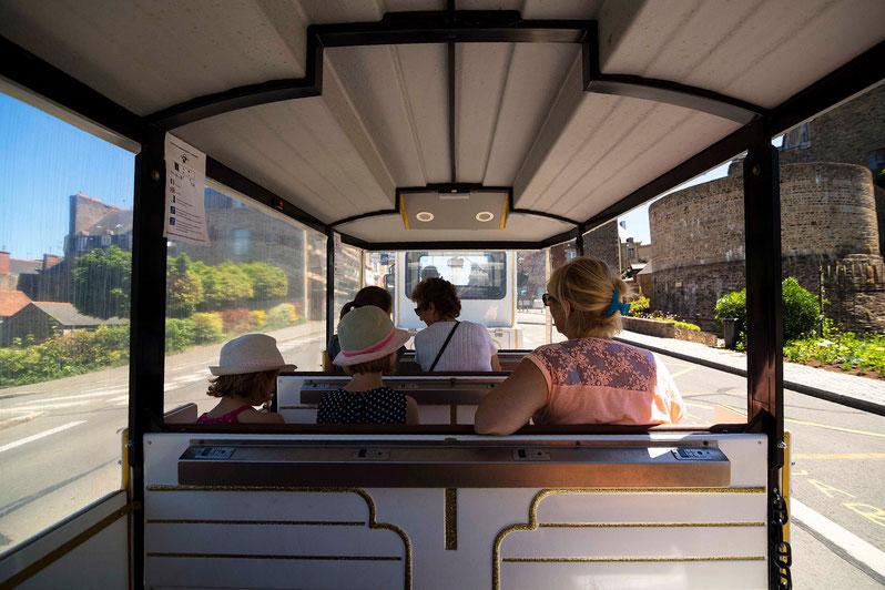 en voiture dans le petit train de Fougeres © easyride