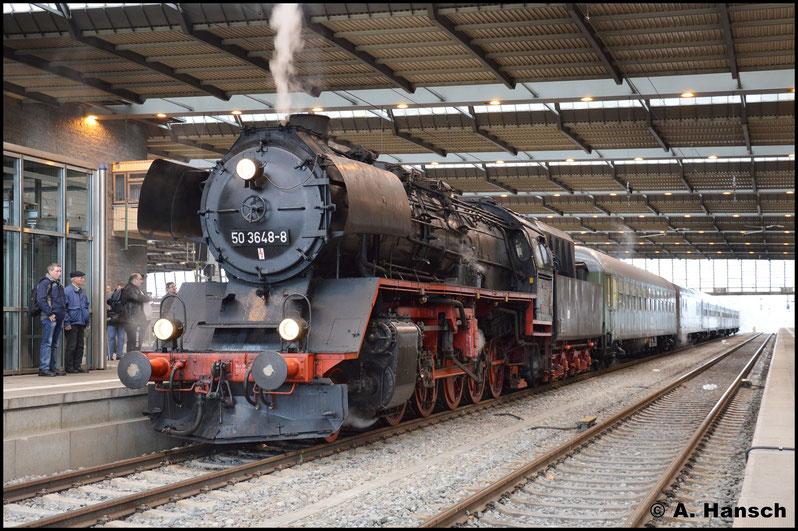 Hier stiegen die ersten Fahrgäste zu und es war Zeit für ein weiteres Bild. Als DPE 79654 verkehrte der Zug weiter bis Cranzahl