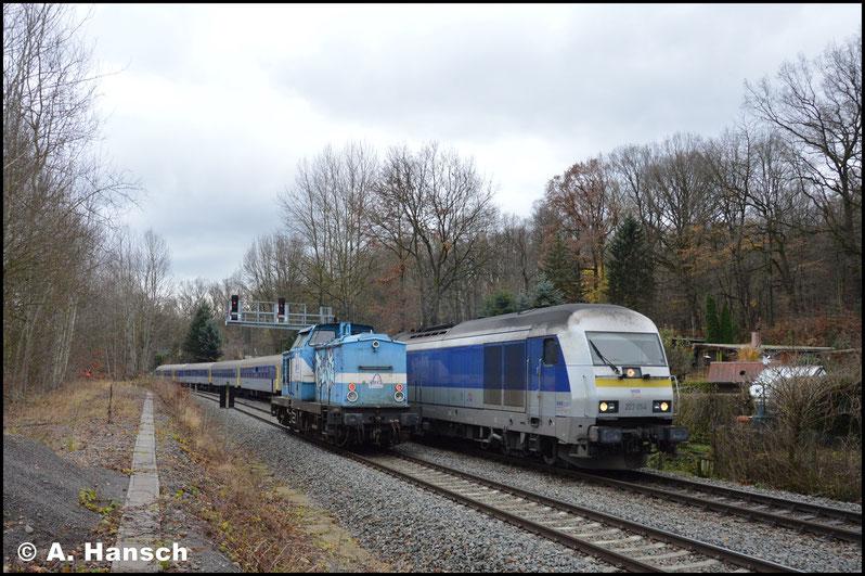 223 054-8 führt den Zug an