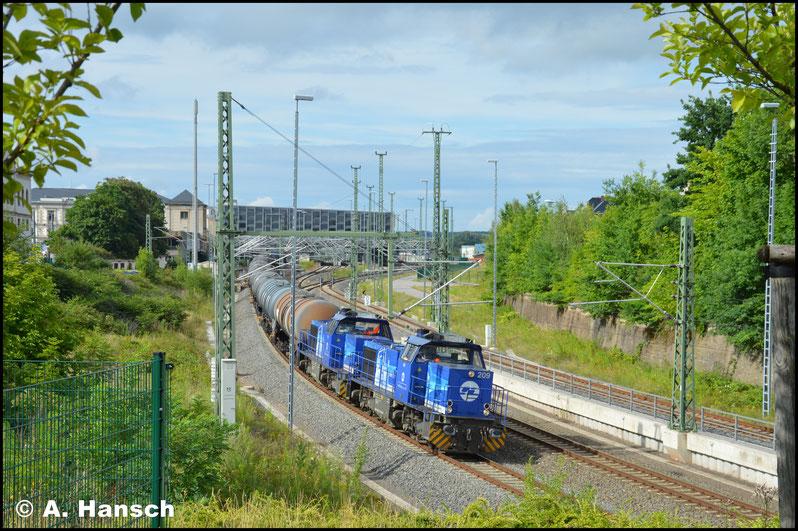 Einen Tag später verlassen 275 011-5 (InfraLeuna 208) und 275 012-3 (InfraLeuna 209) mit einem Leerkesselzug den Chemnitzer Hbf.