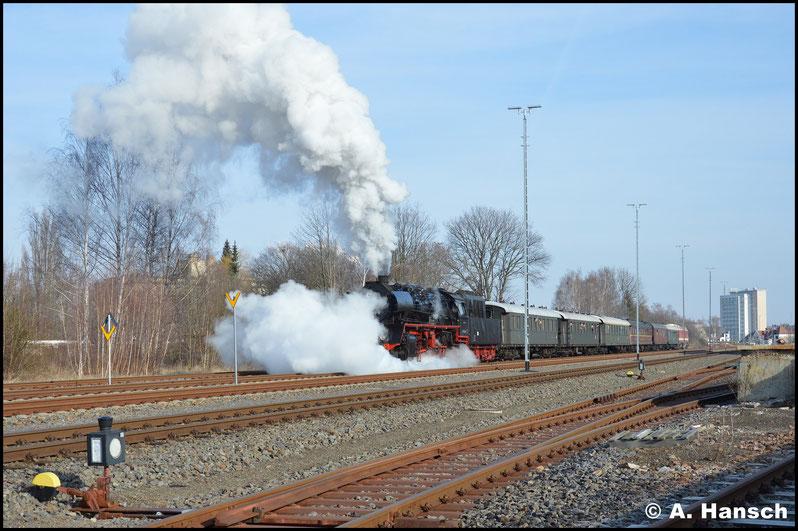 """Dann hieß es """"Ausfahrt frei"""" und der Zug setzte sich in Bewegung. Noch mal ortdentlich die Zylinder entwässert und mit ordentlich Dampf wird Chemnitz-Süd verlassen"""