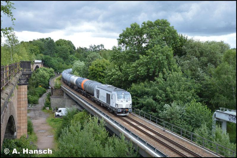 """Wieder herrschte Lokmangel und man musste für Ersatz sorgen. So konnte am 25. Juli mit 247 908-7 eine weitere """"Dieselvectrone"""" eingefangen werden. Zunächst zog es mich für den Vollzug noch mal auf das alte Chemnitztalviadukt"""