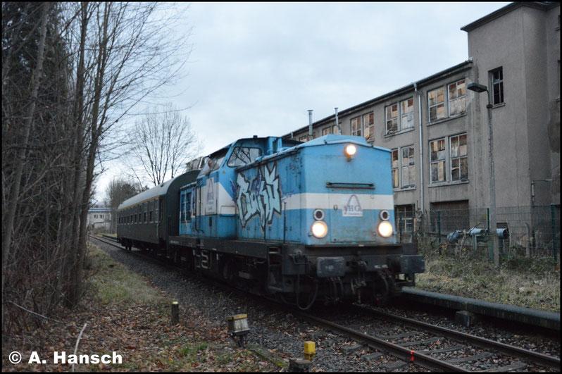 Vorm Bahnübergang wurde gehalten. Manuell wurde dieser dann abgesichert, bevor es weiter gen Chemnitz-Süd ging