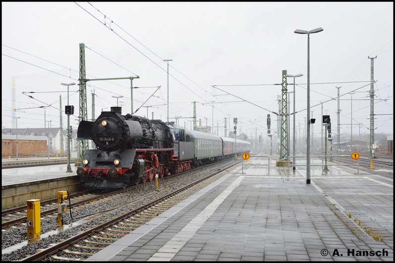 Am Morgen wurde der Leerzug aus Niederwiesa (DLr 79653) in Chemnitz Hbf. erwartet. Pünktlich rollt der Zug in Die Bahnhofshalle ein