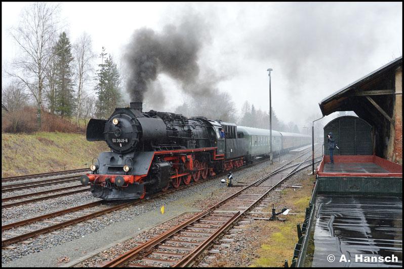 Nicht geplant war der kleine Zwischenstop in Schlettau. Da man jedoch gut im Zeitplan lag, konnte der Zug auch hier nochmal fotografiert werden