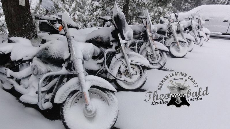 Harley Davidson im Schnee