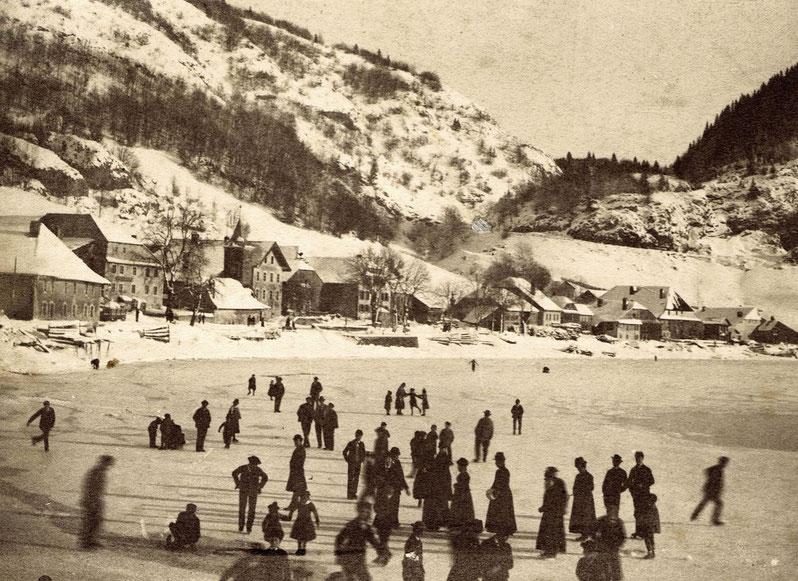 Le Pont gegen 1880-1890. Das erste bekannte Foto von Eisläufern