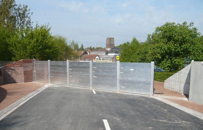 Protection anti crue par mise en place d'un barrage constitué de batardeaux aluminium amovibles empilables