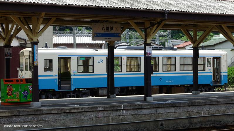 Train en gare de Yawatahama, île de shikoku