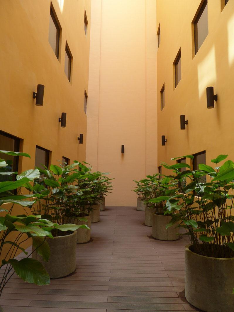 Bepflanzter Innenhof, Boutique Hotel YAN, Singapur