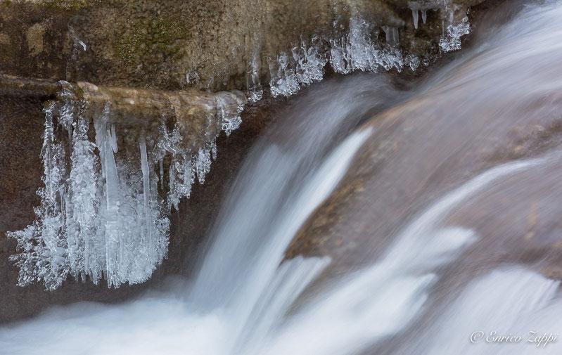 Angoli di Paradiso Terrestre: torrente dell'Acquacheta merletti di ghiaccio.