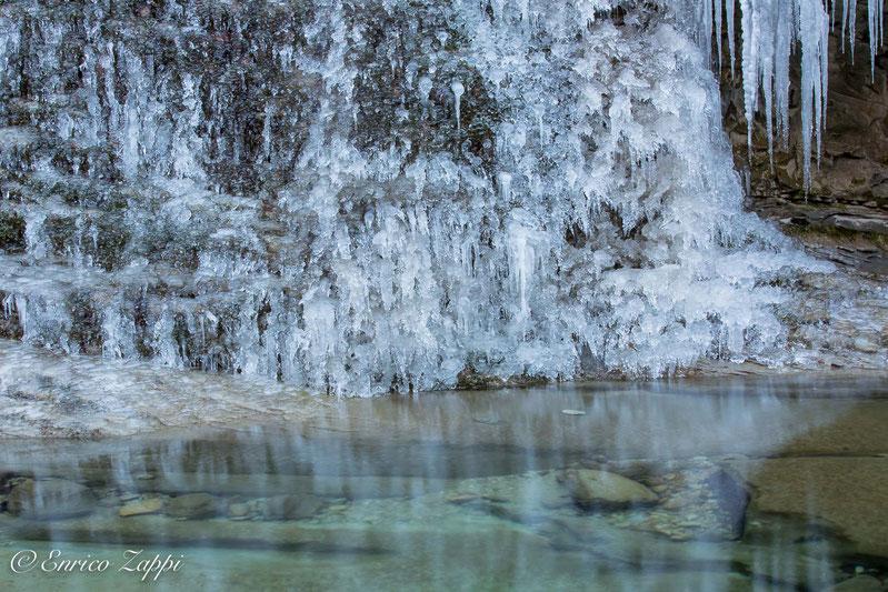 Con -8° all'Acquacheta, girovagando con amici fotografi alla ricerca di cristalli di H2O!!!!!! I più puri e naturali che esistano!!!!!