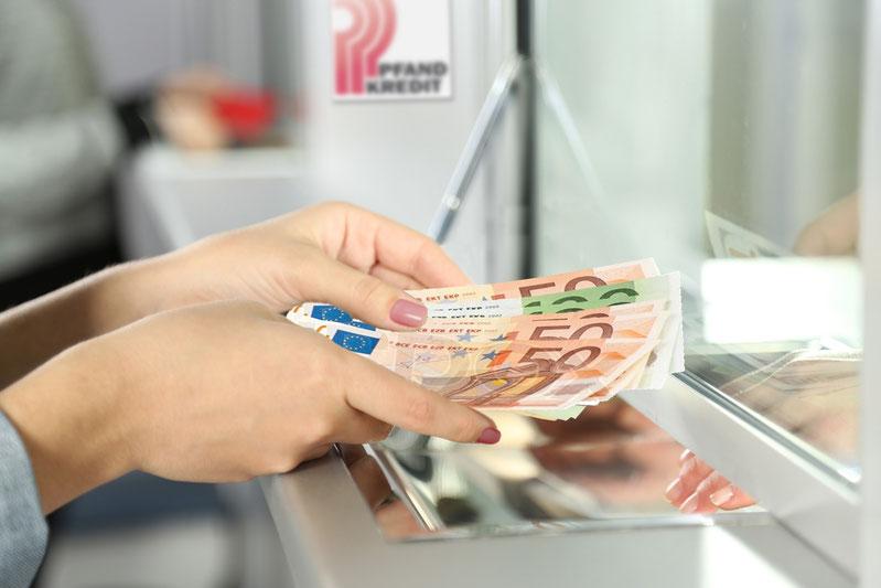 Wir händigen Ihnen in der Regel sofort Bargeld aus oder finden auf Ihren Wunsch hin eine Alternative