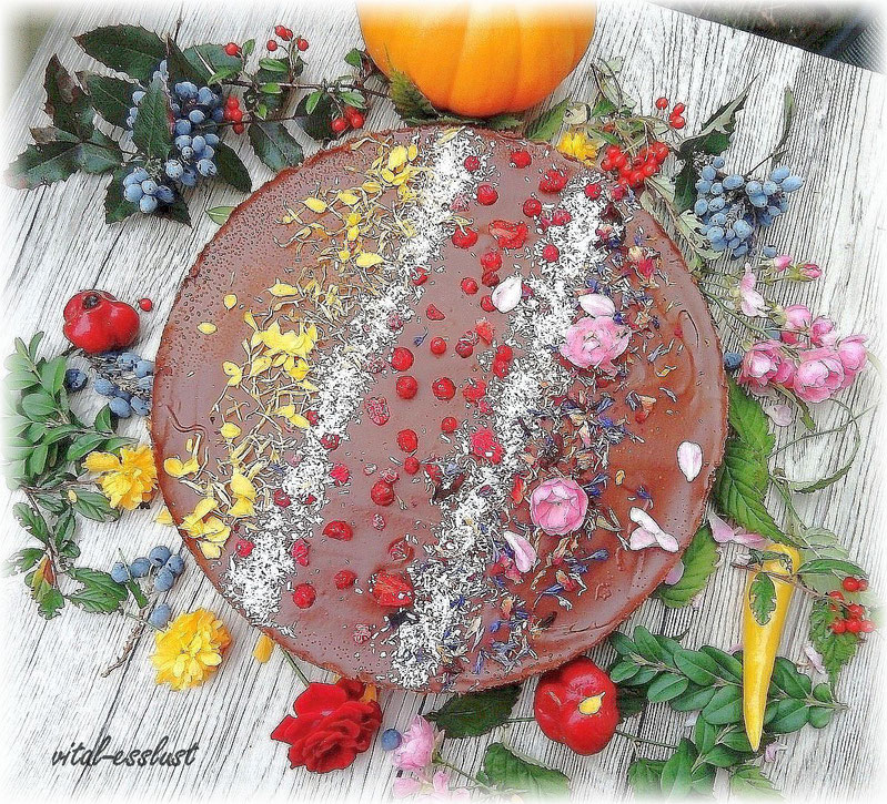 Schokoladen- Kürbis- Torte, Rosen, Früchte, Beeren