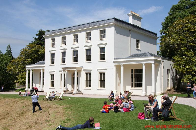 Blick auf Greenway House im vom Greenway Garden aus, Devon, England