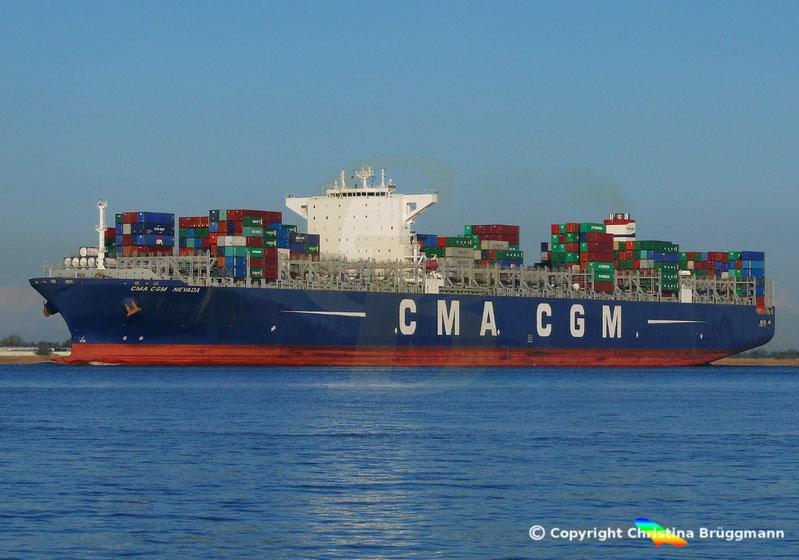 """Containerschiff """"CMA CGM NEVADA"""" auf der Elbe 19.04.2017"""